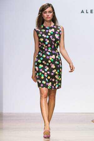 Платье мода весна-лето 2015 – Alexander Terekhov 2015 – платье с ярким  рисунком шариков 1c41473d11537